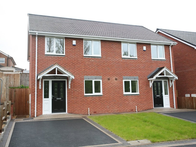 2a Dovedale, Cannock, WS11 5TF