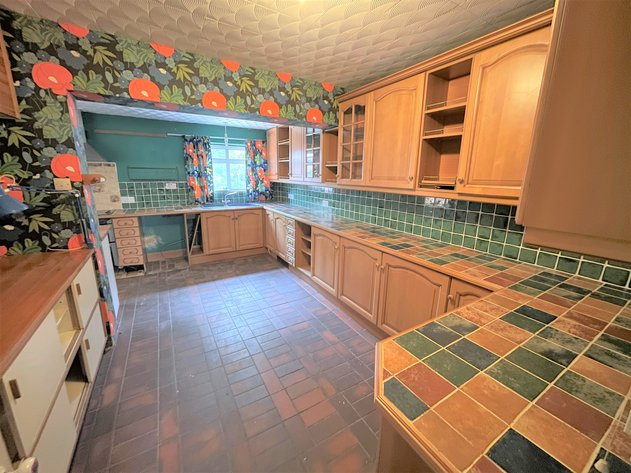 Kingfisher Drive, Hednesford, Cannock, WS12 1LN - L SHAPED KITCHEN