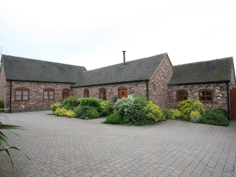 4 Middle Hill Barns, Wolverhampton Road, Shareshill, Wolverhampton, WV10 7LT