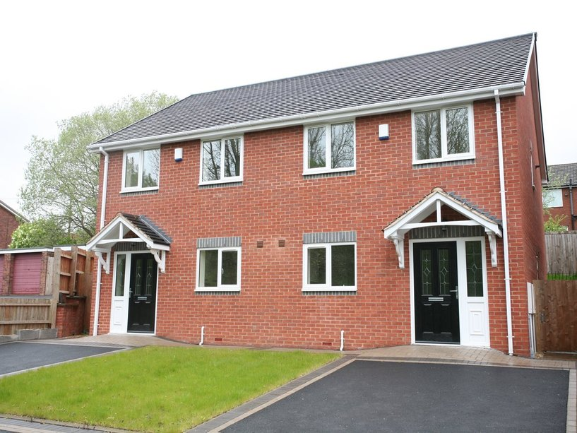 2b Dovedale, Cannock, WS11 5TF